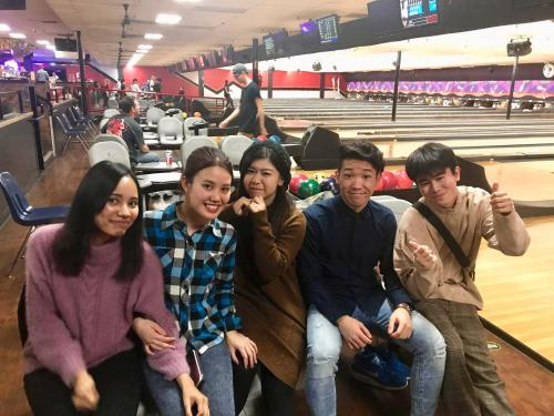 Naha Nikkei students enjoy a fun American pastime...bowling!